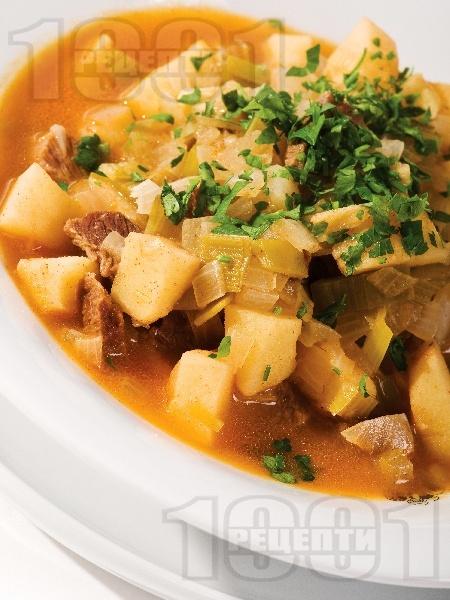 Телешка яхния с картофи, праз и пащърнак - снимка на рецептата